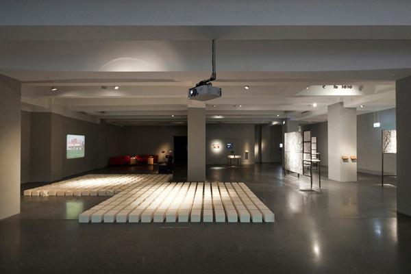 01_2014_WOM_Ausstellungsansicht_c_Hannes_Woidich_03_web